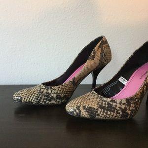 Isaac Mizrahi Leather Riley Heels